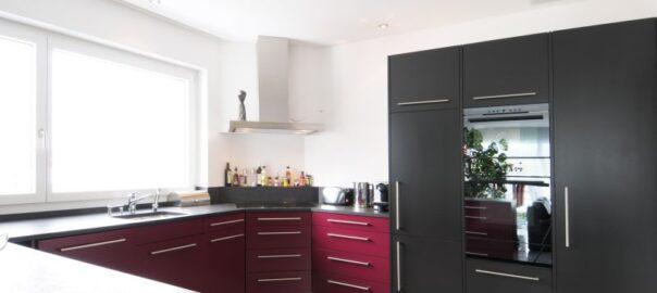 Küchenabdeckung aus Stein in moderner Küche