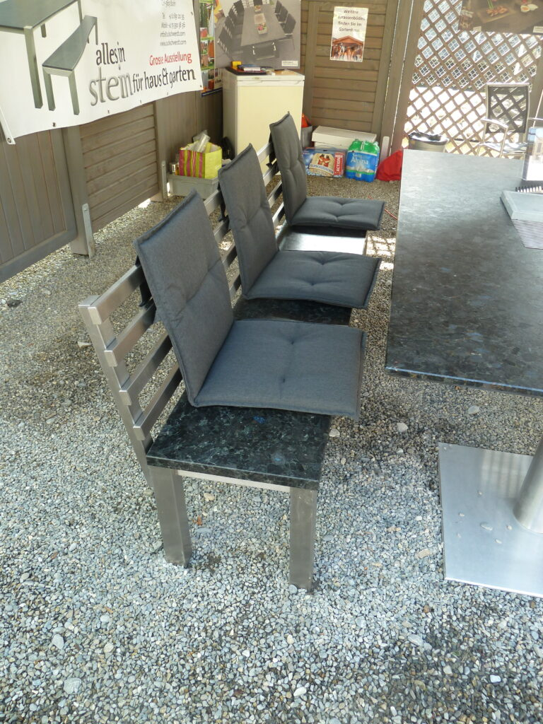 Sitzbank am Grilltisch