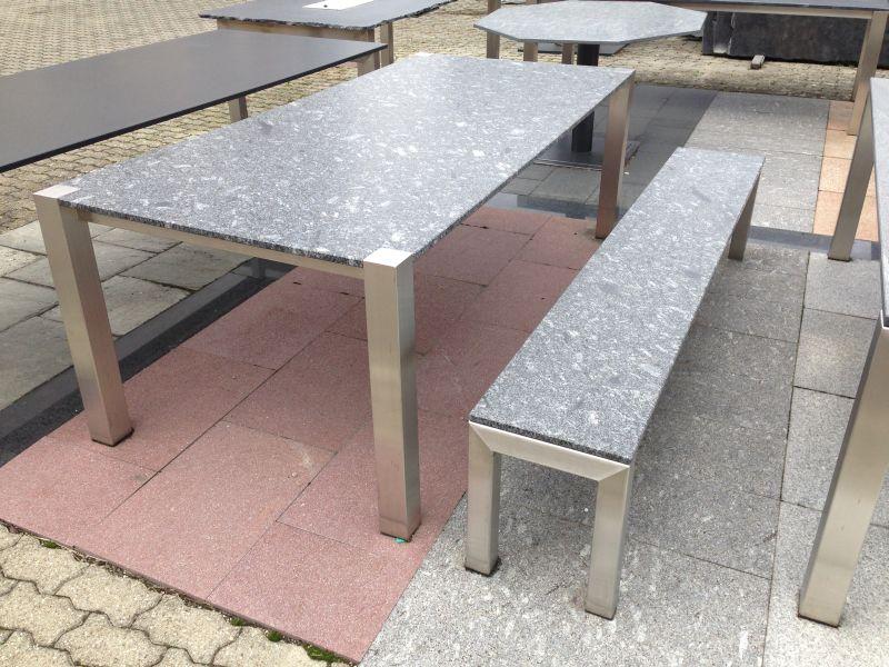Steintisch mit Sitzbank