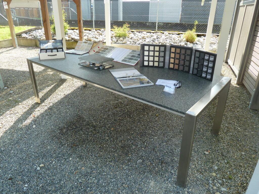 Tisch mit Tischgrill & Muster
